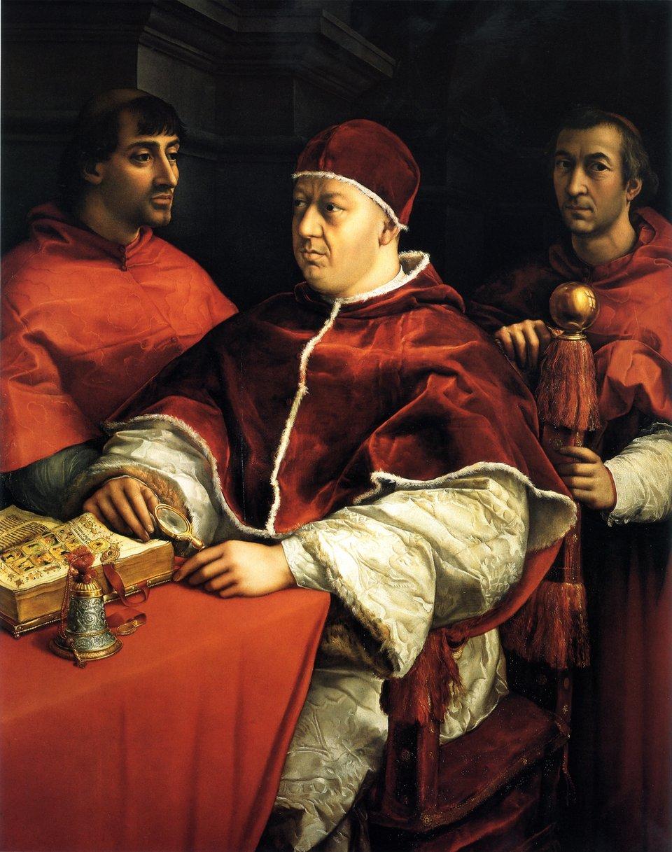 Papież Leon XJedenzbardziej znanych portretów autorstwa Rafaela namalowany wlatach 1518-1519 r. Papież siedzi otoczony kardynałami, ajednocześnie krewnymi: Giulio de Medici iLuigi de Rossi. Obraz przechowywany jest wgalerii Uffizi we Florencji, założonej przez ród Medyceuszy (Medici).Leon Xzasłynął jako mecenas artystyczny. Zatrudniał Michała Anioła, Rafaela Santi czy Donato Bramantego m.in. przy wznowionych pracach nad wznoszeniem nowej bazyliki św. Piotra wRzymie. Za czasów Leona Xdoszło do wystąpienia Lutra inastąpił rozłam wzachodnioeuropejskim Kościele. Źródło: Raphael, Papież Leon X, 1518-19, Malunek tablicowy, Uffizi Gallery, domena publiczna.