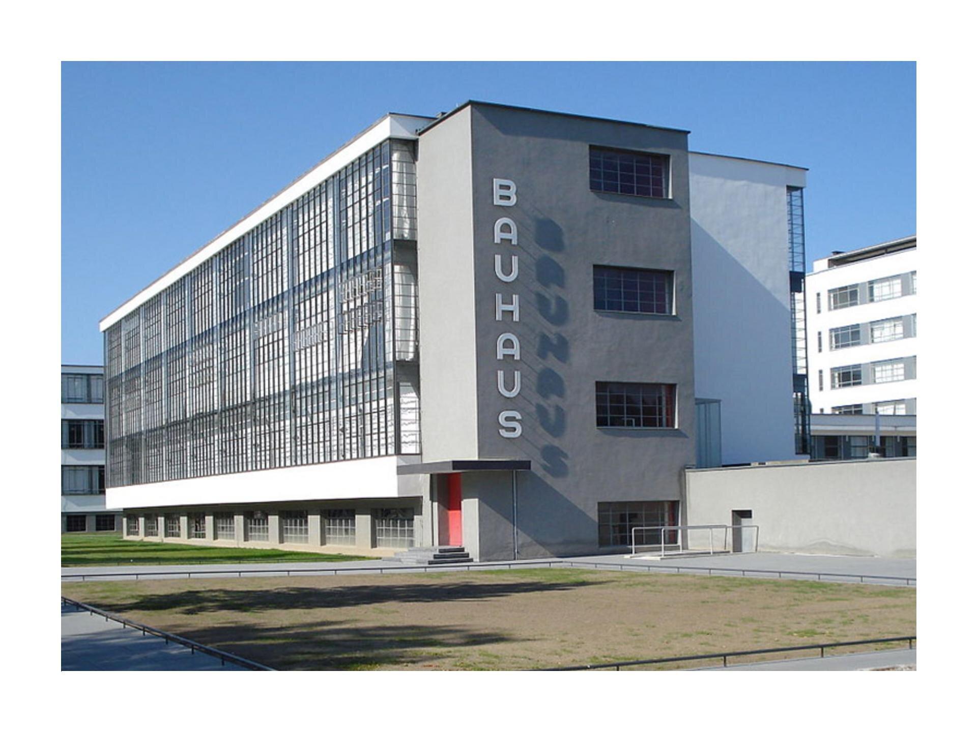 Wzadaniu wykorzystano fragment budynku elewacji Bauhausu.