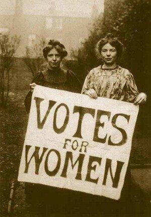 Annie Kenney iChristabel Pankhurst Brytyjskiesufrażystki iich hasło: Prawo głosu dla kobiet Źródło: Annie Kenney iChristabel Pankhurst, 1908, domena publiczna.