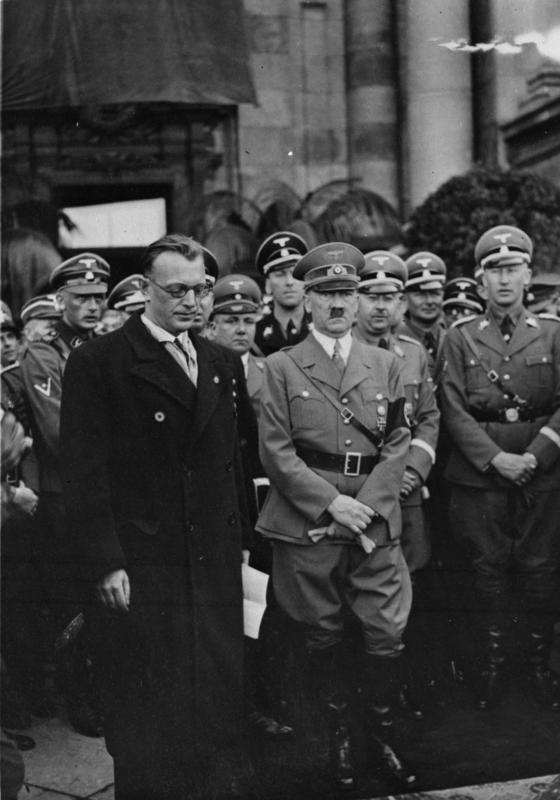 Arthur Seyss-Inquart iAdolf Hitler Arthur Seyss-Inquart iAdolf Hitler Źródło: Bundesarchiv Bild 119-5243, licencja: CC BY-SA 3.0.