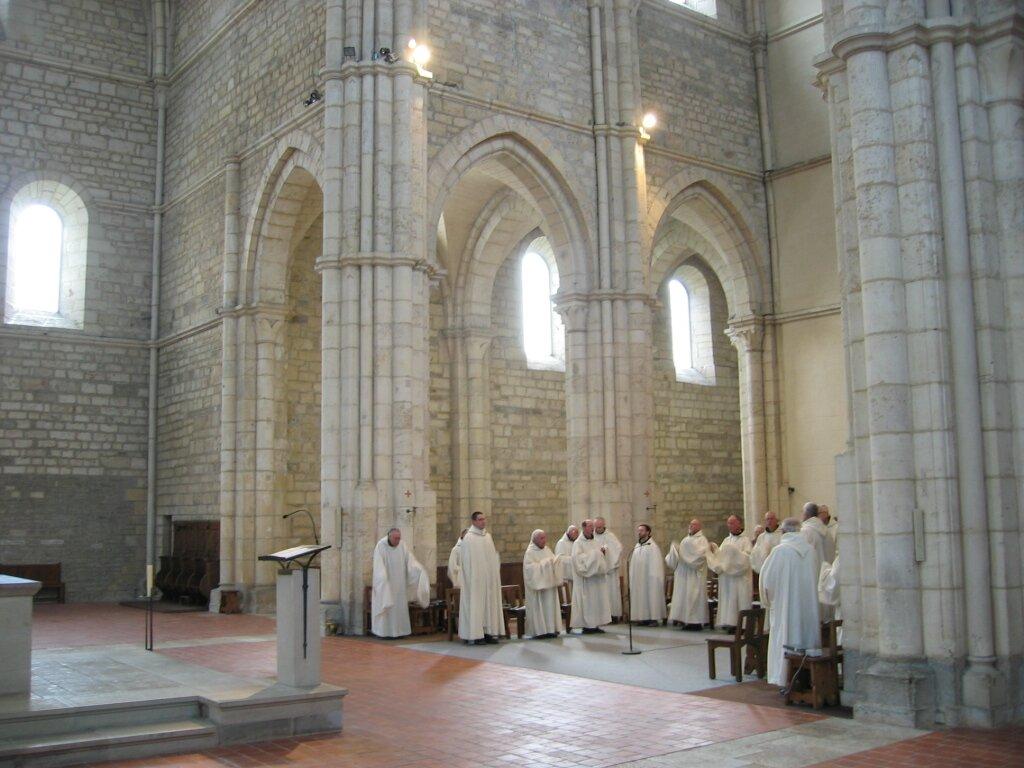 Wnętrze gotyckiego kościoła cystersów wAcey