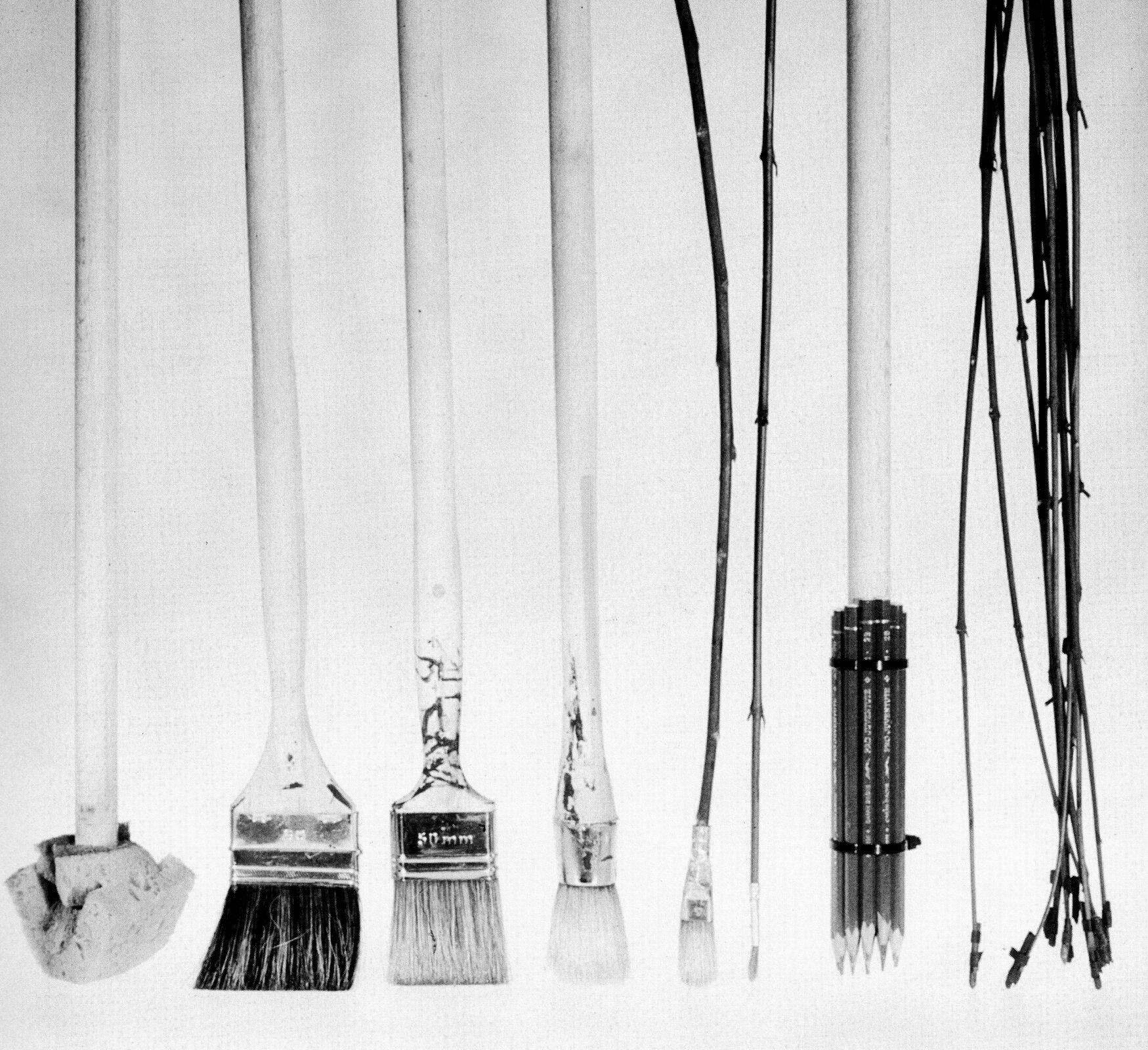 Ilustracja przedstawiająca różne narzędzia rysunkowe.