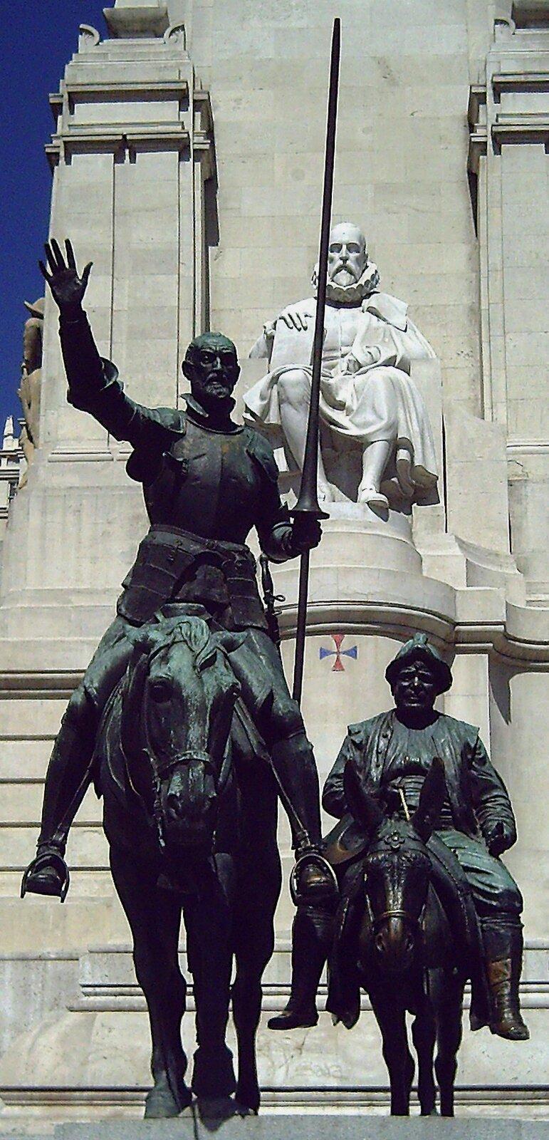 Cervantes – pomnik wMadrycie – zprzodu widać postaci Don Kichota iSancho Pansy fragment Cervantes – pomnik wMadrycie – zprzodu widać postaci Don Kichota iSancho Pansy fragment Źródło: Zaqarbal , Lorenzo Coullaut Valera, domena publiczna.