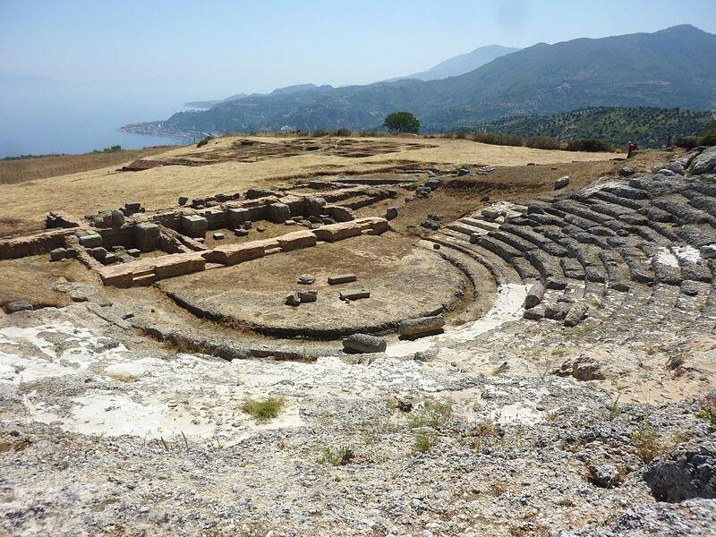Ruiny teatru wgreckiej miejscowości Egira Źródło: Michel-georges bernard, licencja: CC BY 3.0.