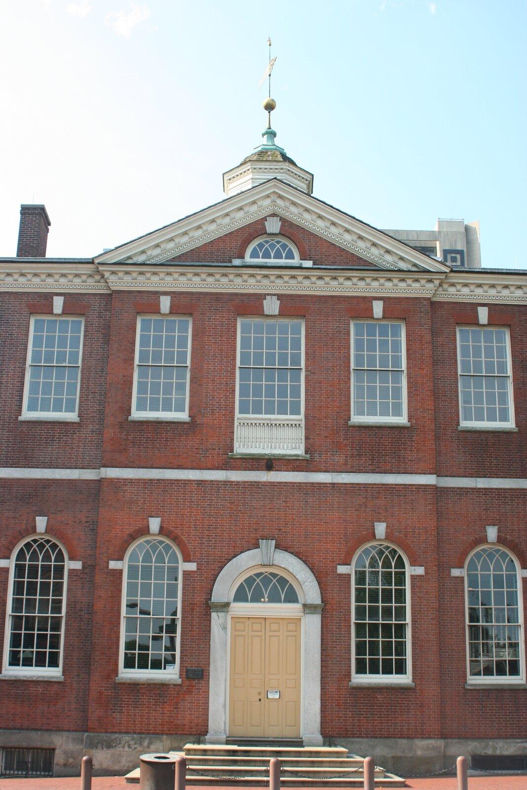 GmachwFiladefii, który wlatach1790-1801 był siedziba Sądu Najwyższego GmachwFiladefii, który wlatach1790-1801 był siedziba Sądu Najwyższego Źródło: Ben Franske, Wikimedia Commons, licencja: CC BY-SA 4.0.