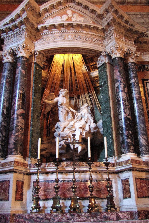 RzeźbaG. Berniniego przedstawiająca widzenie św. Teresy, znajduje się wkościele wRzymie RzeźbaG. Berniniego przedstawiająca widzenie św. Teresy, znajduje się wkościele wRzymie Źródło: Torvindus, Wikipedia Commons, licencja: CC BY-SA 2.0.