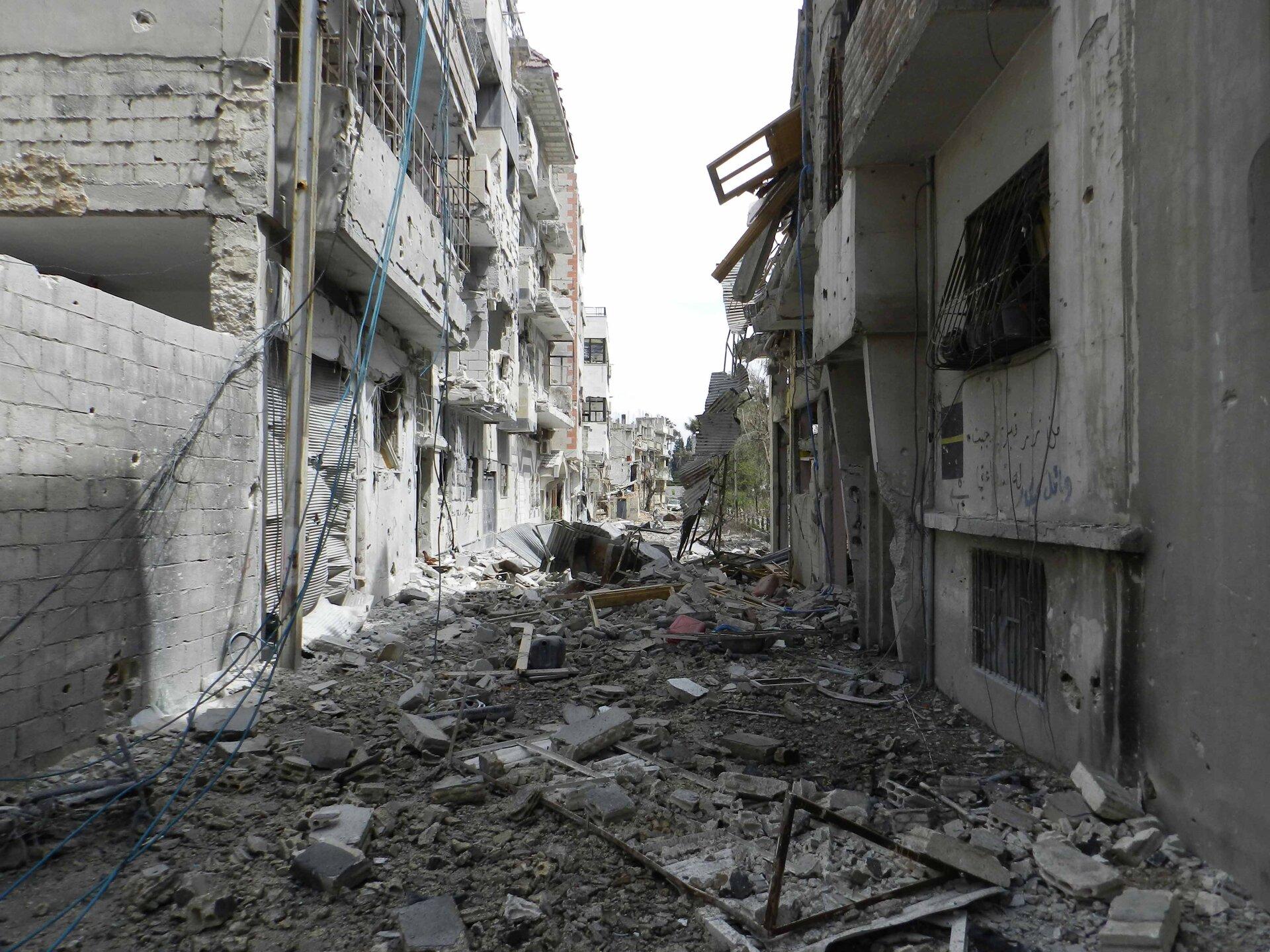 Zniszczenia wHims wywołane ofensywą wojska syryjskiego Zniszczenia wHims wywołane ofensywą wojska syryjskiego Źródło: Bo yaser, licencja: CC BY-SA 3.0.