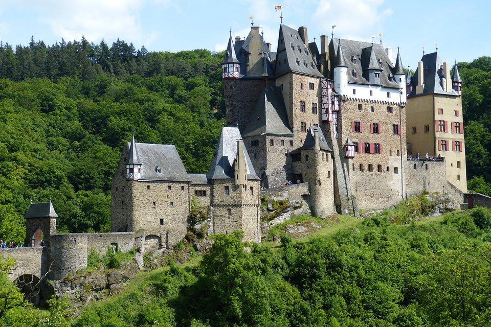 Zamek Eltz wNiemczech Zamek Eltz wNiemczech Źródło: domena publiczna.