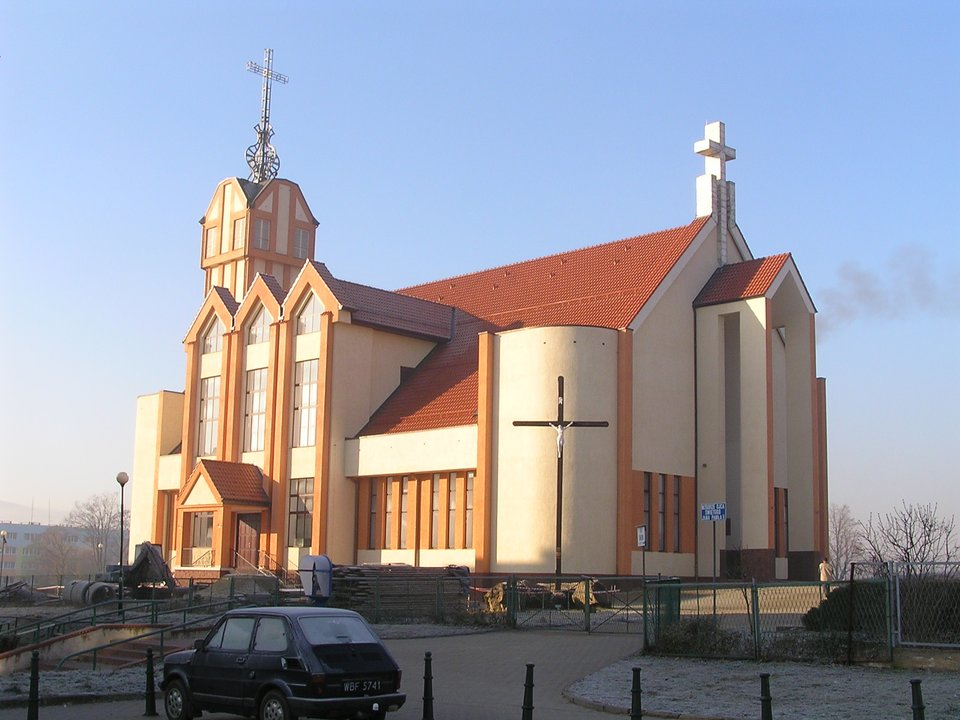 Kościół wzniesiony wXXI w. Źródło: WiWok~commonswiki, Kościół wzniesiony wXXI w., 2006, licencja: CC BY-SA 3.0.