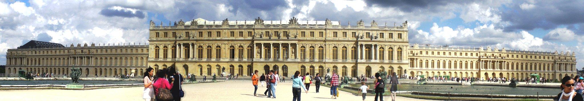 Fasadaogrodowa pałacu królewskiego wWersalu. Fasadaogrodowa pałacu królewskiego wWersalu. Źródło: Samuli Suomi, Wikimedia Commons, licencja: CC BY-SA 3.0.