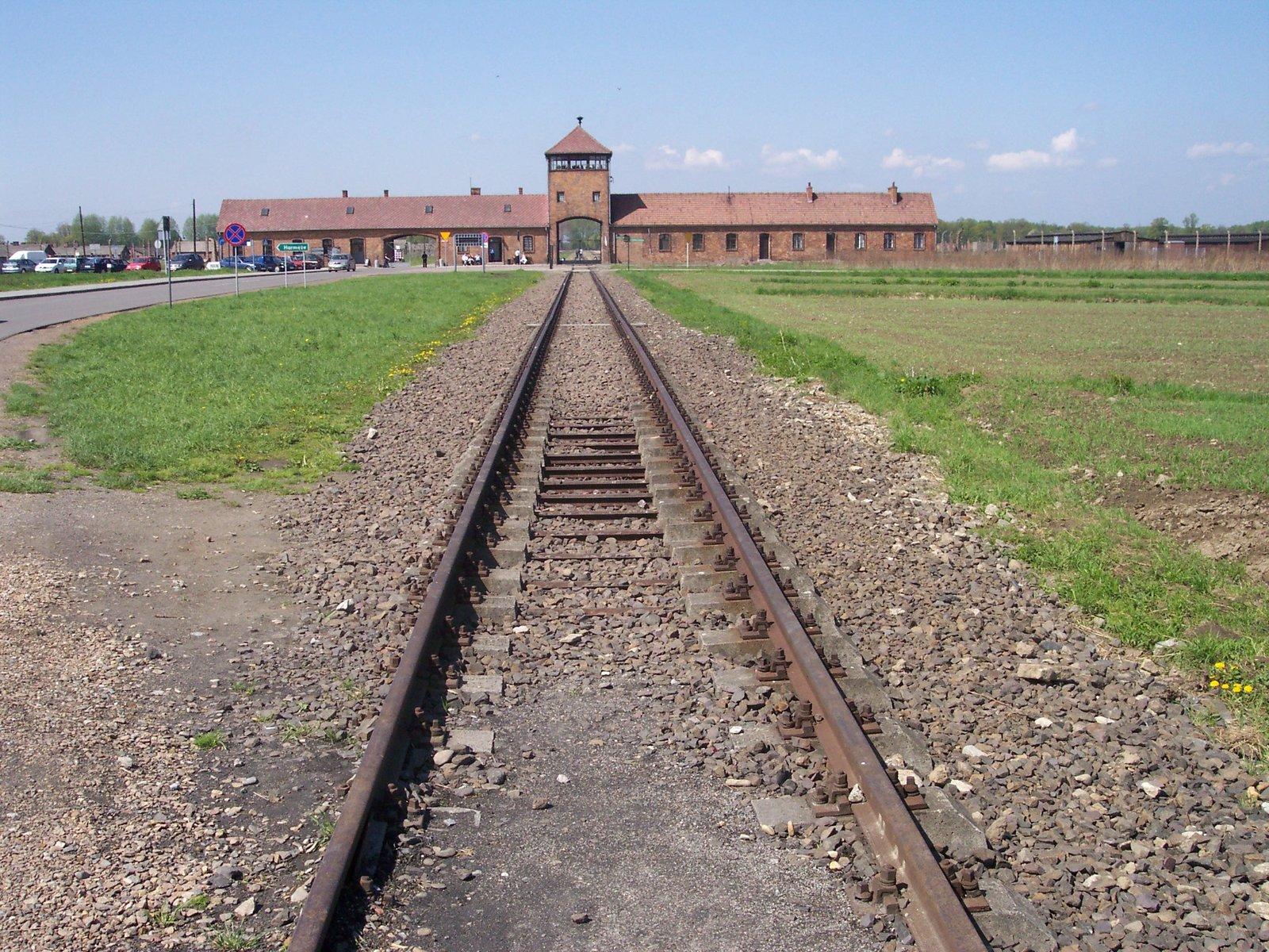 AuschwitzII Birkenau (zdjęcie współczesne) AuschwitzII Birkenau (zdjęcie współczesne) Źródło: Pimke, licencja: CC BY 2.5.