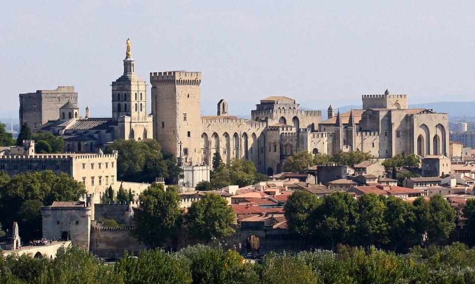 Pałac papieski wAwinionie Pałac papieski wAwinionie Źródło: Jean-Marc Rosier, Wikimedia Commons, licencja: CC BY-SA 3.0.