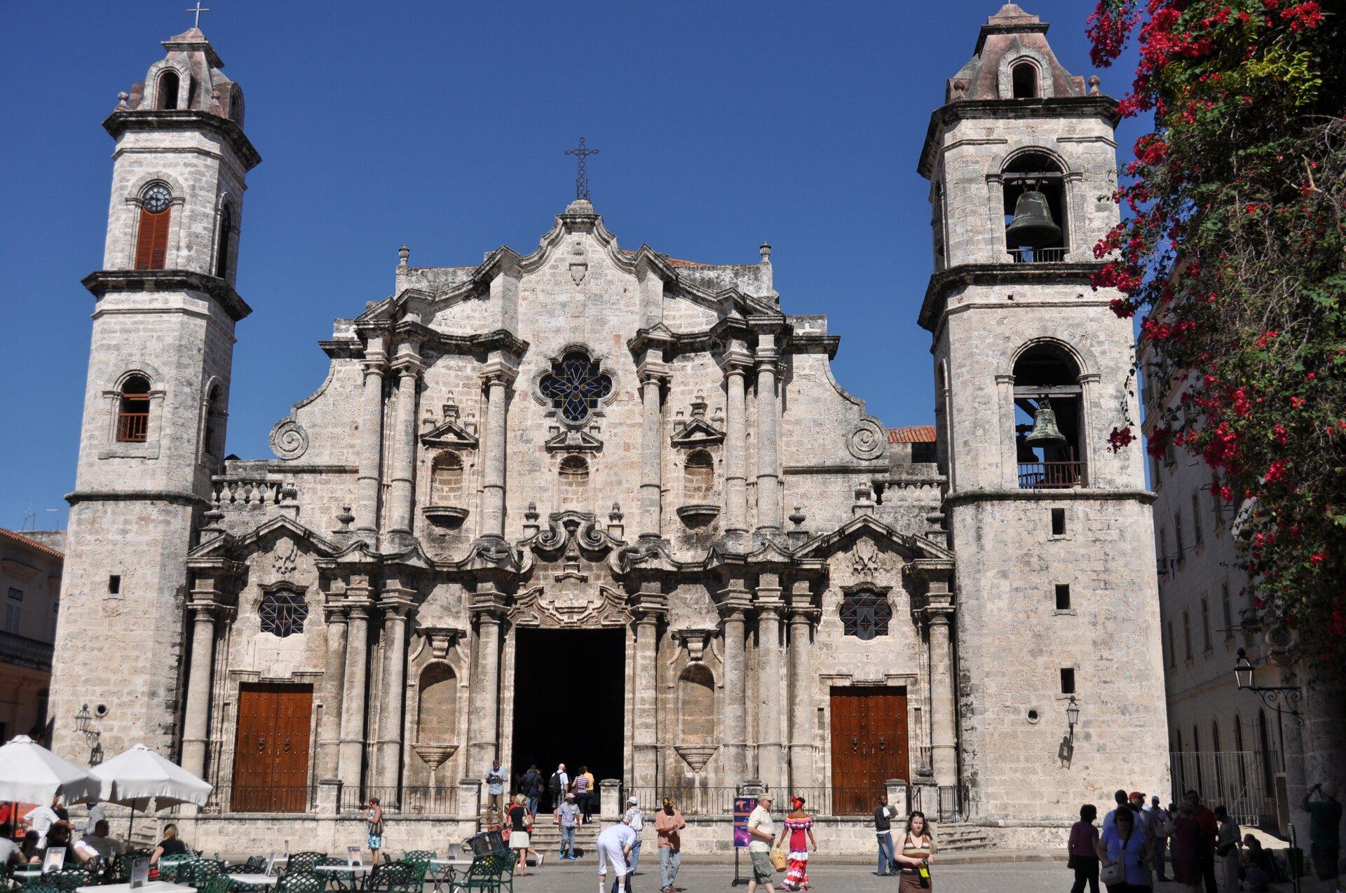 Wielkie kościoły barokowe wAmeryce kolonialnej: Katedra wHawanie Wielkie kościoły barokowe wAmeryce kolonialnej: Katedra wHawanie Źródło: Escla, 2010, Wikimedia Commons, licencja: CC BY-SA 3.0.