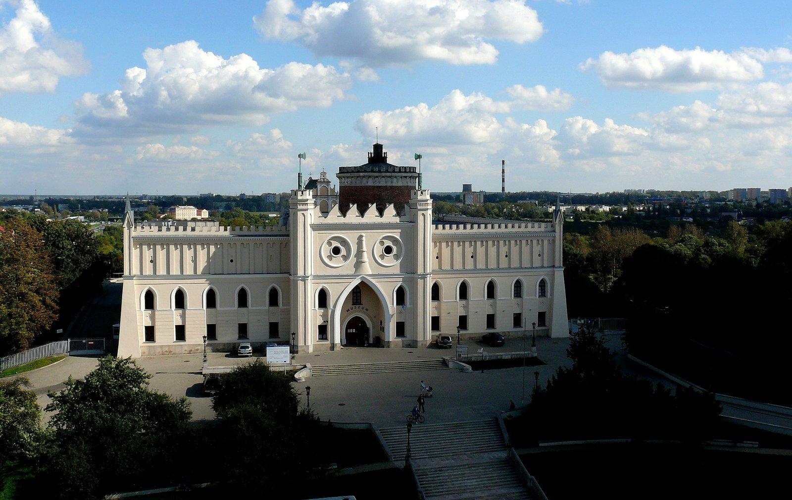zdjęcie przedstawia ścianę frontową zamku wLublinie