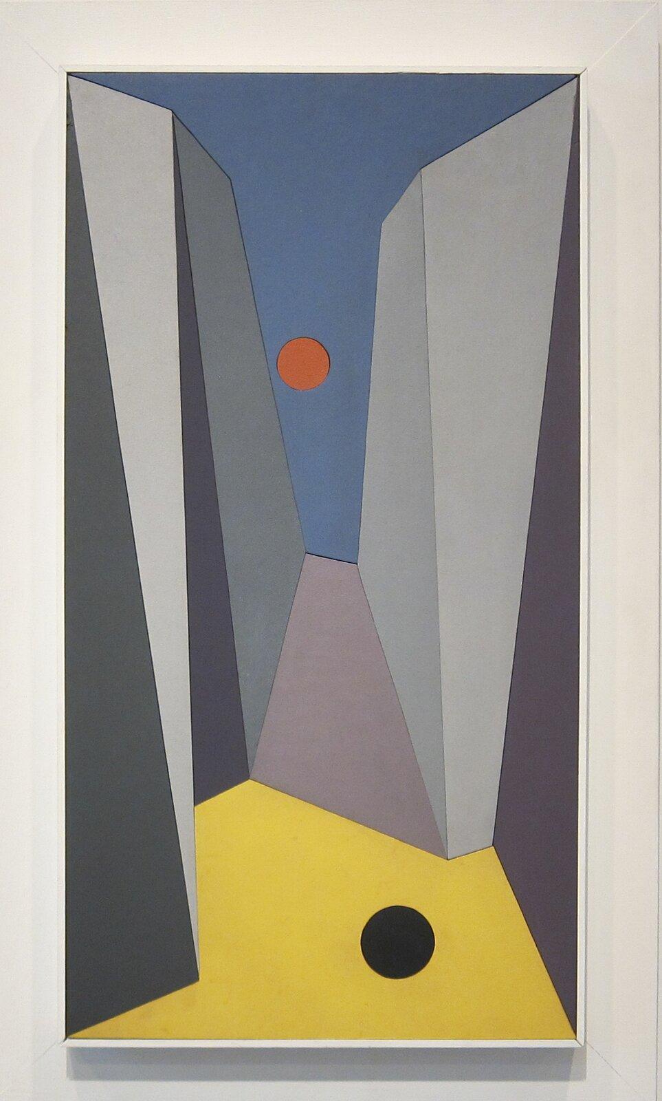 """Ilustracja przedstawia obraz olejny """"New York"""" autorstwa Charlesa Greena Shawa. Artysta, przy pomocy prostych geometrycznych kształtów, malowanych płaską plamą kolorystyczną stworzył kompozycję na pograniczu abstrakcji ifiguracji. Utrzymane wtonacji szarości trójkąty iprostokąty umieszczone po obu stronach obrazu izmniejszające się ku jego środkowi, tworzą wrażenie przestrzeni miejskiej. Na dole kompozycji artysta umieścił żółty wieloboczny kształt zczarnym kołem, który daje złudzenie podłoża/ziemi. Niebieska plama zczerwonym kołem ugóry imituje niebo zczerwonym słońcem. Statyczna kompozycja tchnie spokojem prostych kształtów. Obraz otacza biała szeroka rama."""