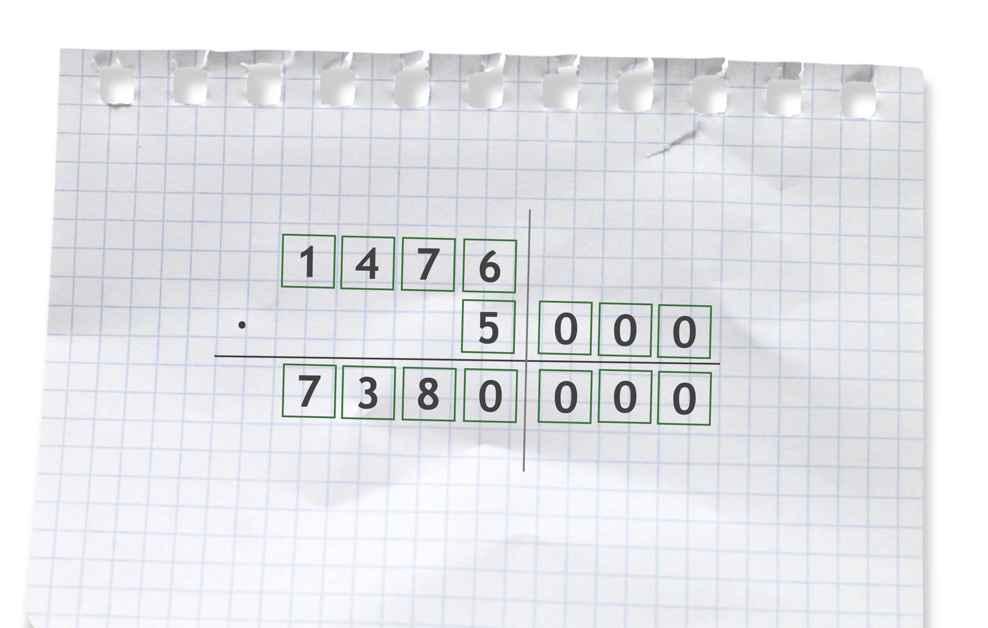 Przykład: 1476 razy 5000=7380000. Rozwiązanie zadania podpunkt d.