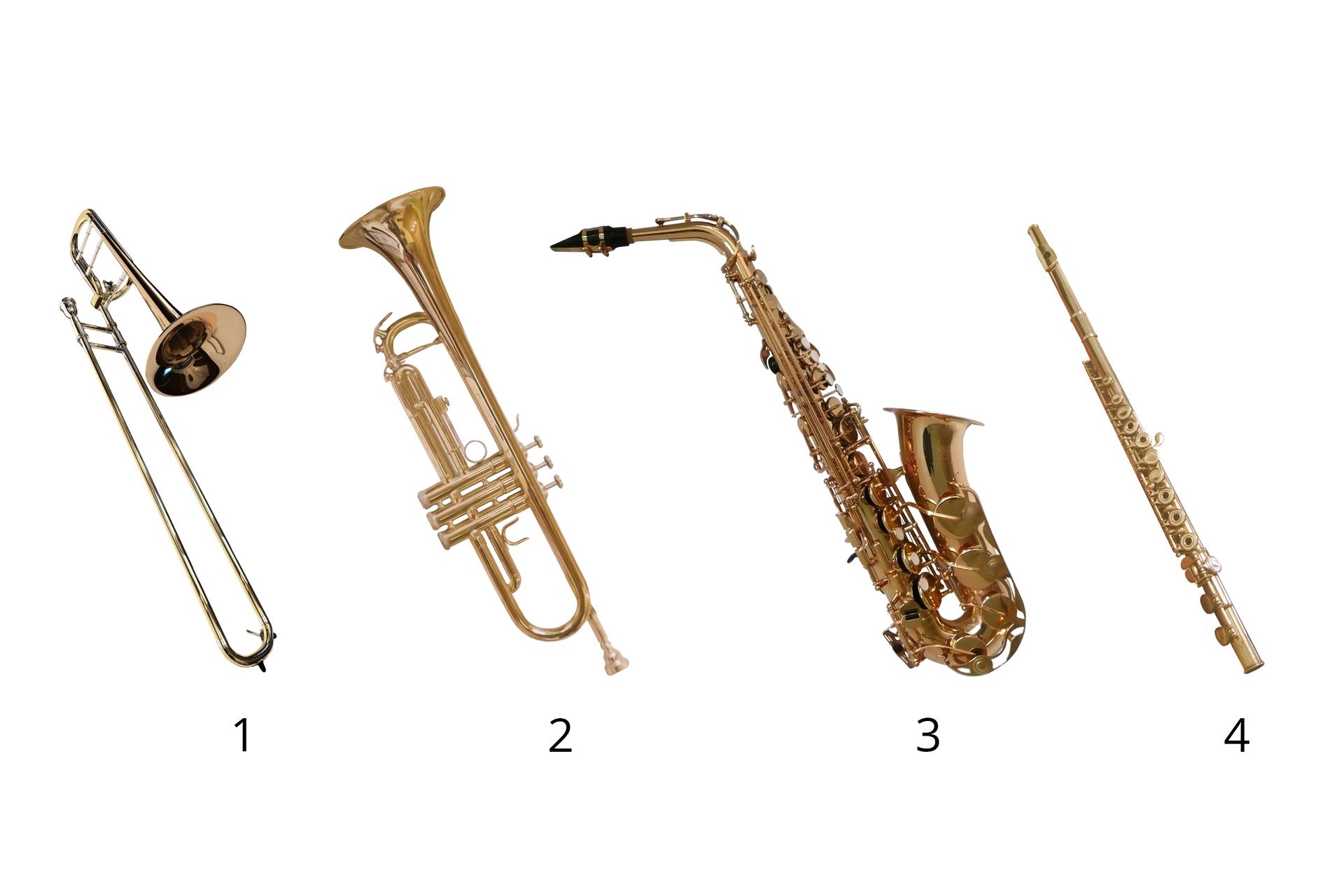 Ilustracja składająca się zczterech zdjęć przedstawiających instrumenty wykonane zmosiądzu, ponumerowane od lewej strony. Numer 1 to puzon, numer 2 to trąbka, anumer 3 to saksofon. Numer 4 to flet altowy wykonany zmosiądzu złotego.