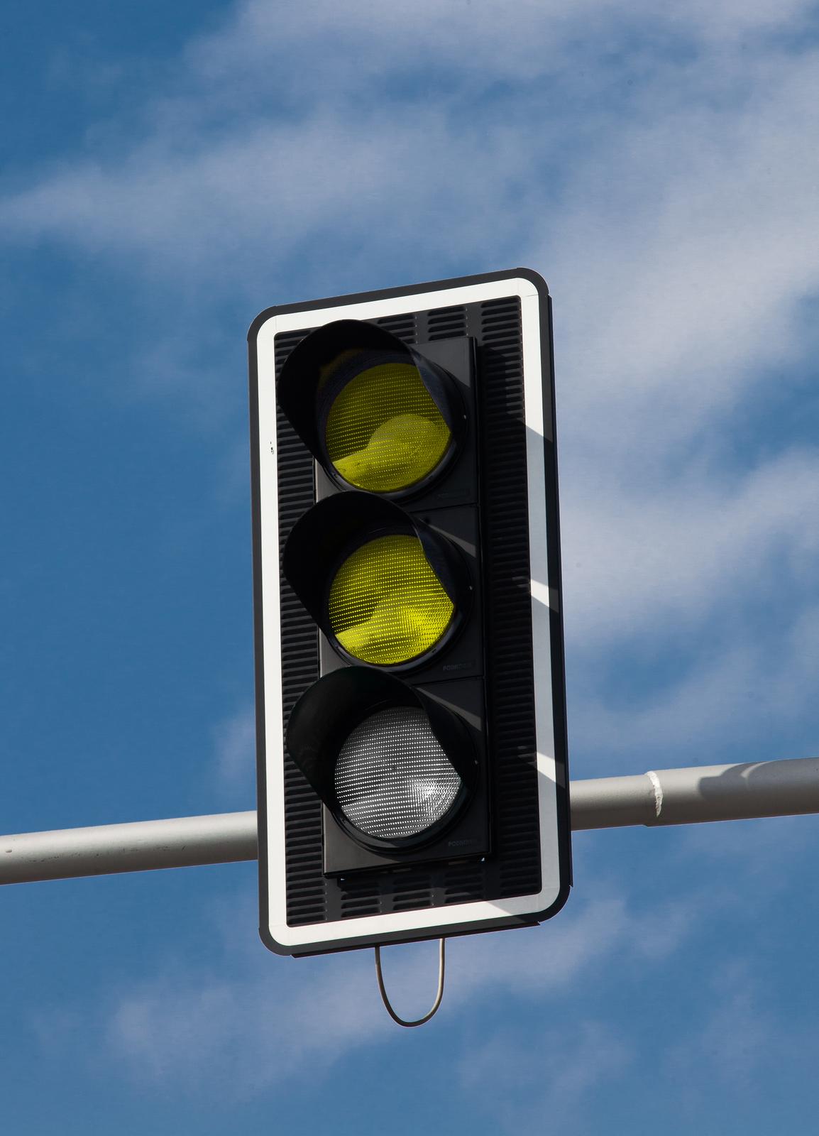 Zdjęcie 2: Światła uliczne - dwa żółte