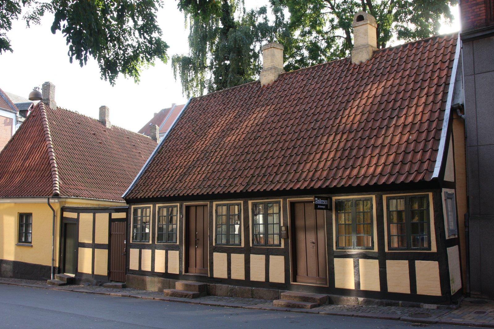 Dom zczasów dzieciństwa Hansa Christiana Andersena. Odense, Dania. Mieści się tu dziś muzeum. Dom zczasów dzieciństwa Hansa Christiana Andersena. Odense, Dania. Mieści się tu dziś muzeum. Źródło: Kåre Thor Olsen.