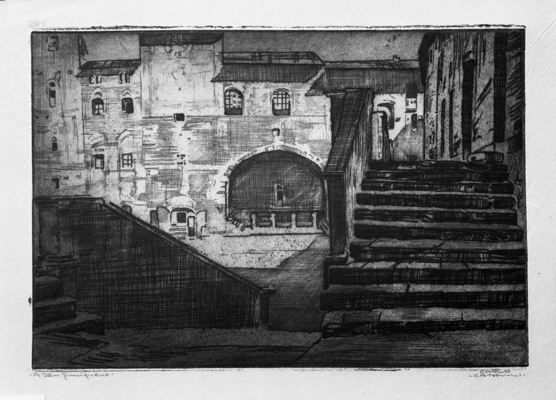 """Ilustracja przedstawia rycinę """"San Gimignano"""" autorstwa Carla Cainelliego. Artysta, przy pomocy cienkich, czarnych kresek ukazał przestrzeń pejzażu miejskiego. Na pierwszym planie znajdują się zacienione schody, za którymi na dalszym planie ukazuje się oświetlony rynek zkamienicami omałych oknach ispadzistych daszkach. Czarno-biała grafika została wykonana na szarym papierze."""