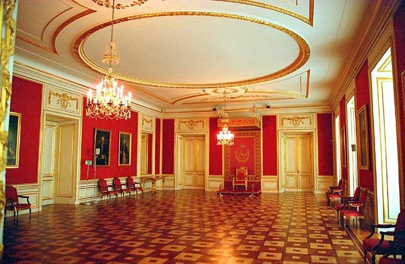 Izba Rady Izba Rady Źródło: Ewa Wojciechowska, Marek Wojciechowski, Wikimedia Commons, licencja: CC BY-SA 3.0.
