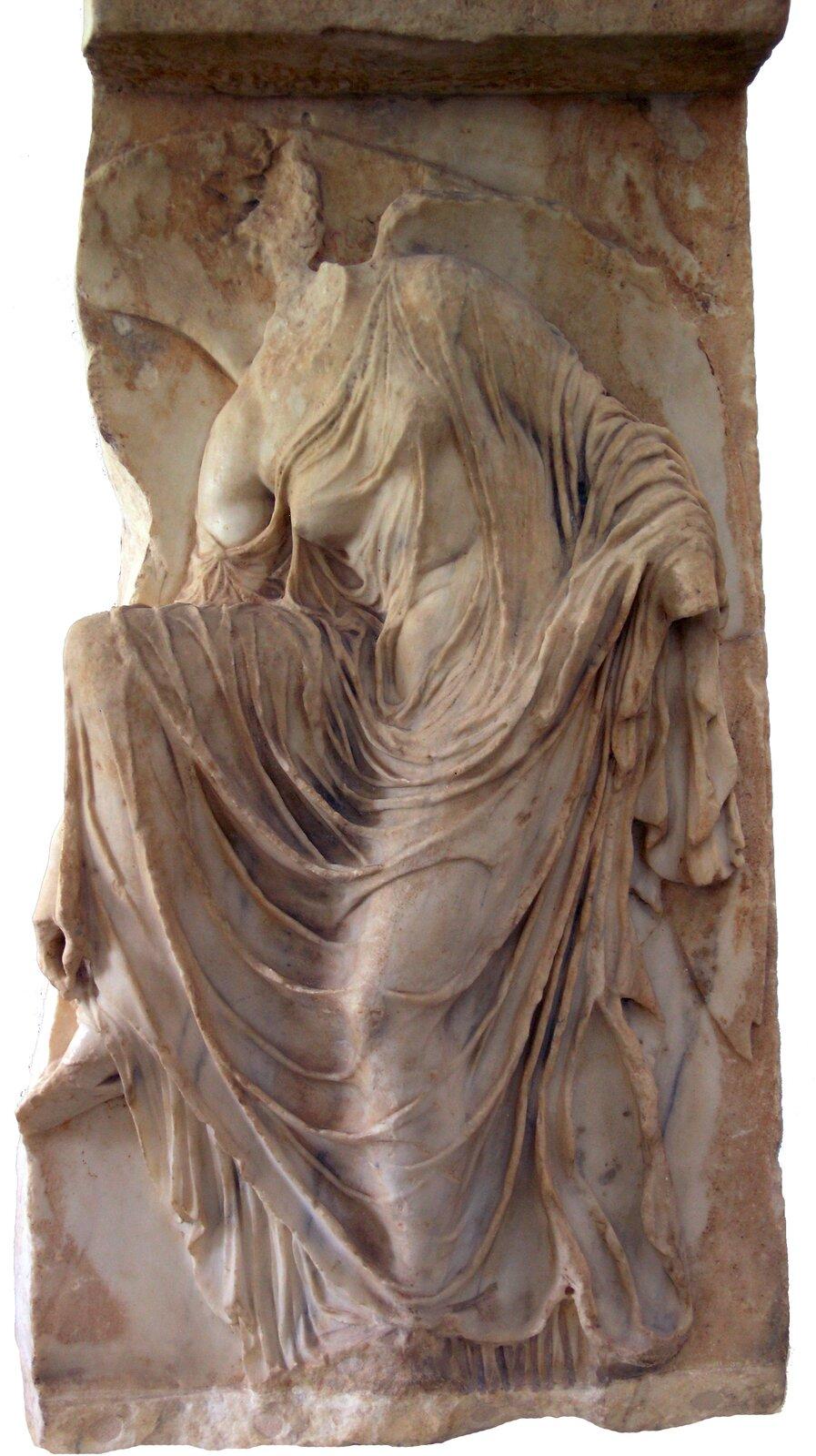 Nike rozwiązująca sandał Źródło: Nike rozwiązująca sandał, ok. 410 p.n.e., marmur, Acropolis Museum, licencja: CC BY 2.5.