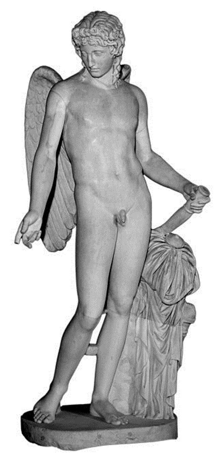 """Ilustracja przedstawia dzieło nieznanego autora pt. """"Eros Farneński"""". Na ilustracji znajduje się rzeźba Erosa. Mężczyzna przedstawiony został nago jako młody bóg ze skrzydłami. Obok postaci znajduje się pomarszczony materiał, azniego wystaje kołek, który młody mężczyzna trzyma wdłoni. Rzeźba jest wodcieniach szarości izostała ustawiona na podeście."""