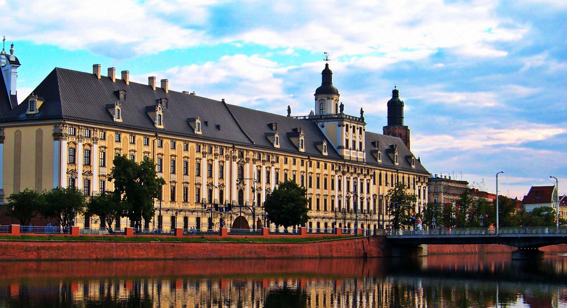 na zdjęciu widokGmachu Głównego Uniwersytetu Wrocławskiego