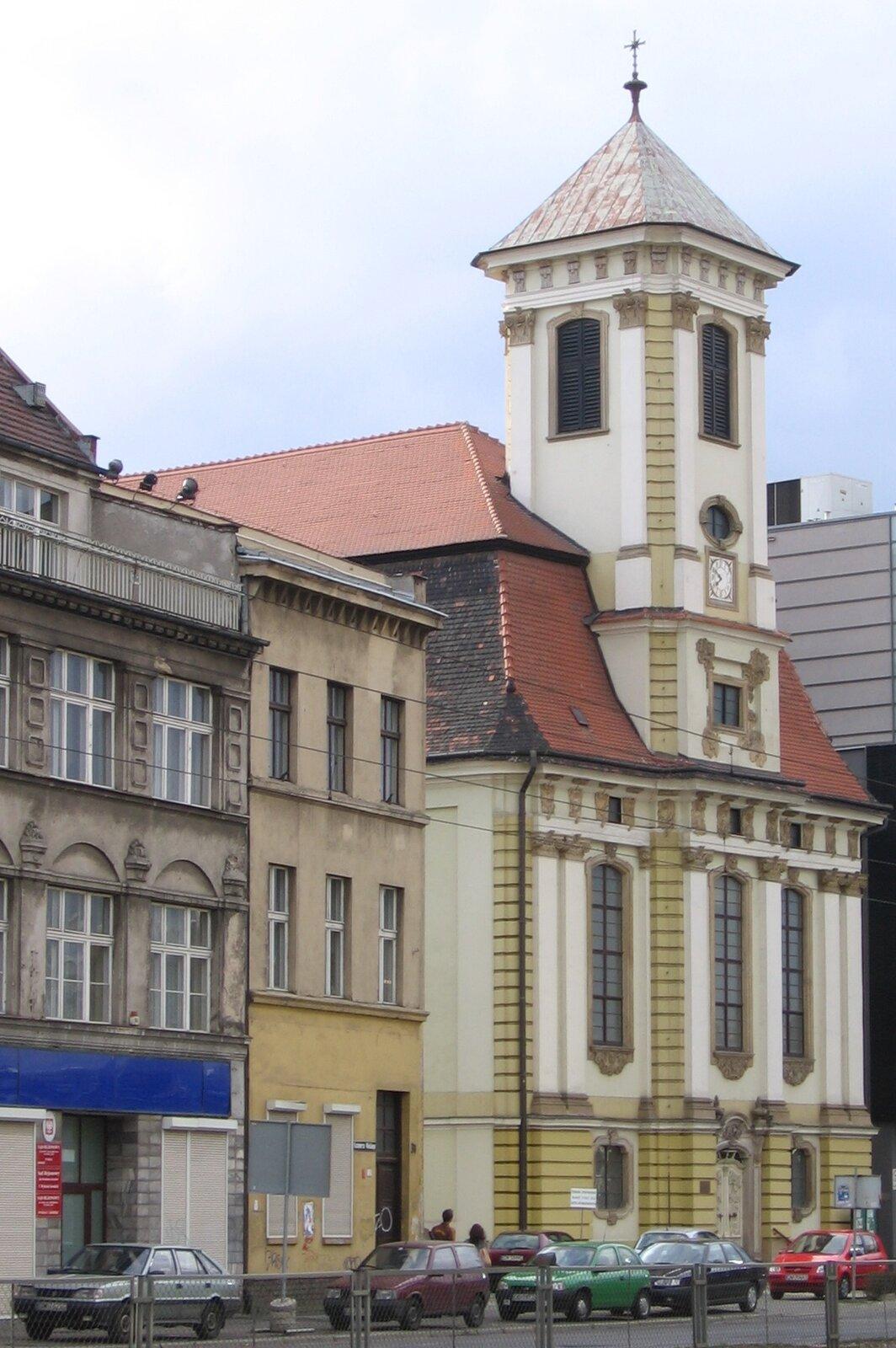 Kościółpowstał w1750 r.,obsługiwał wspólnotę reformowaną (kalwińską) Wrocławia. Wzniesiono go wg planów Friedrich Arnolda oraz Johanna Baumanna wstylu późnobarokowym. Kościółpowstał w1750 r.,obsługiwał wspólnotę reformowaną (kalwińską) Wrocławia. Wzniesiono go wg planów Friedrich Arnolda oraz Johanna Baumanna wstylu późnobarokowym. Źródło: domena publiczna.