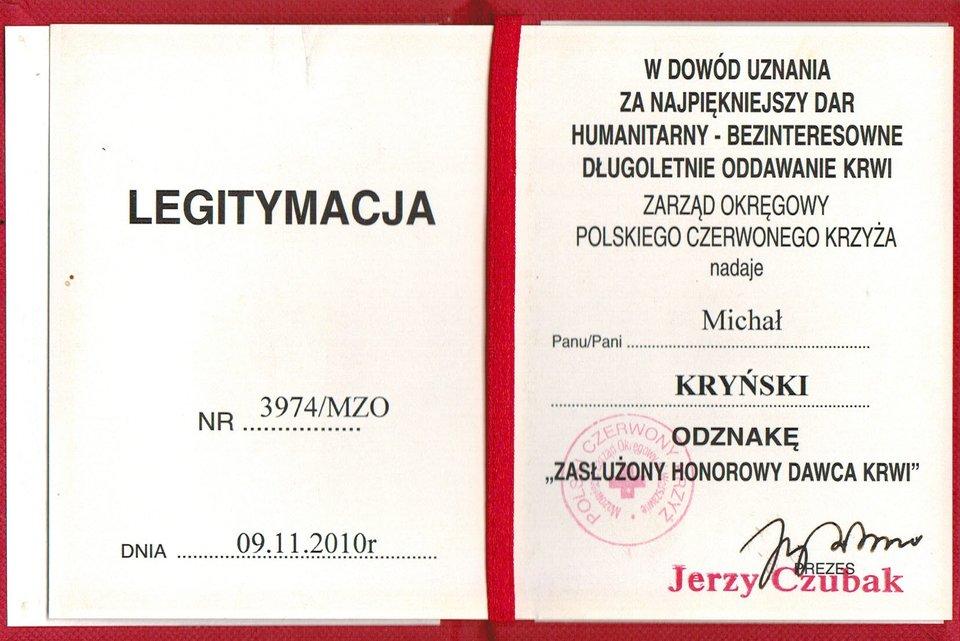 """Polski Czerwony Krzyż nagrodził Michała Kryńskiego tytułem """"Zasłużonego Honorowego Dawcy Krwi"""" Polski Czerwony Krzyż nagrodził Michała Kryńskiego tytułem """"Zasłużonego Honorowego Dawcy Krwi"""" Źródło: Michał Kryński, licencja: CC BY 3.0."""