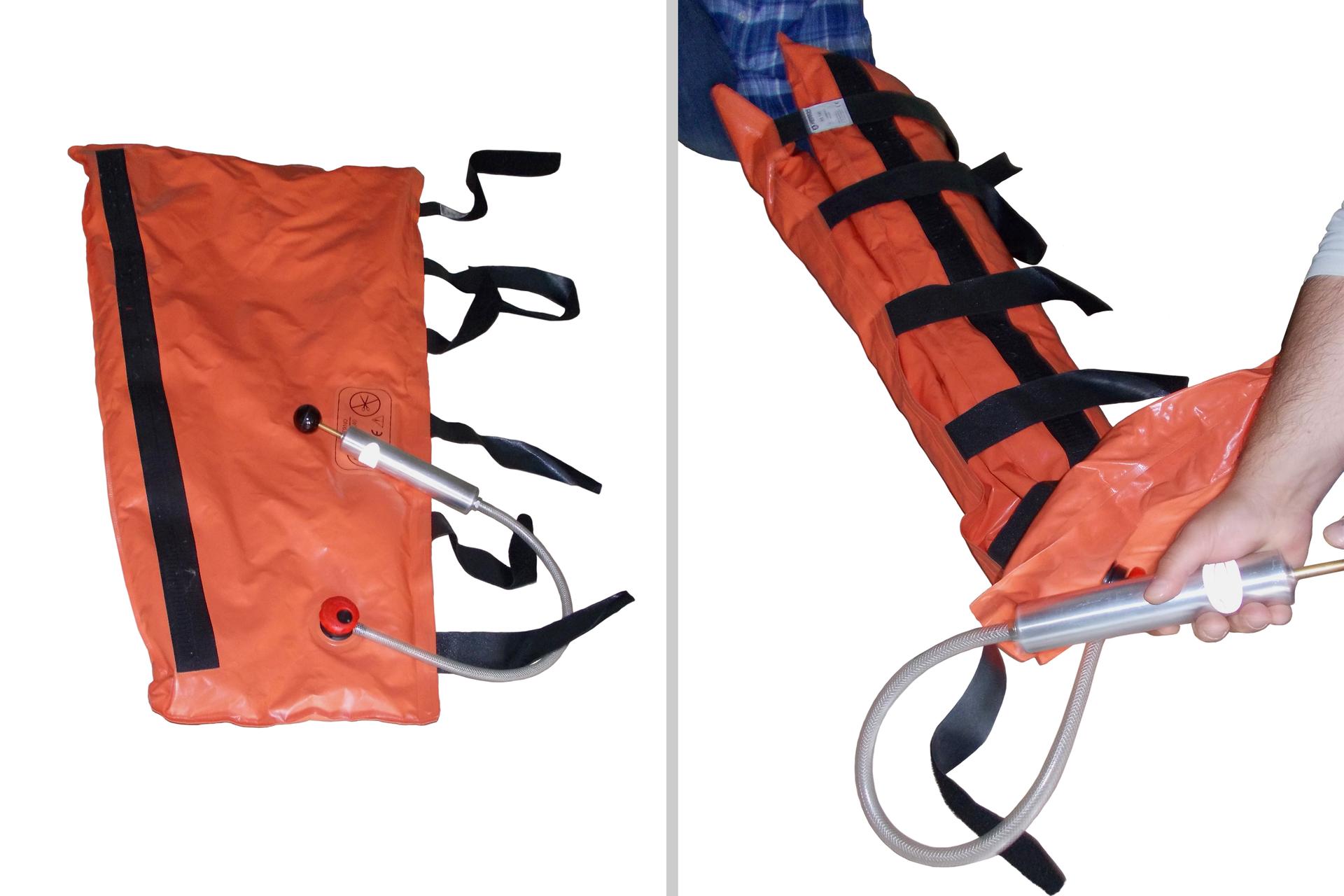 Dwie fotografie ułożone obok siebie, pierwsza przedstawia rozłożoną szynę próżniową wraz zpompką, druga prezentuje szynę założoną na nogę, widoczna jest pompka iręce pompującego