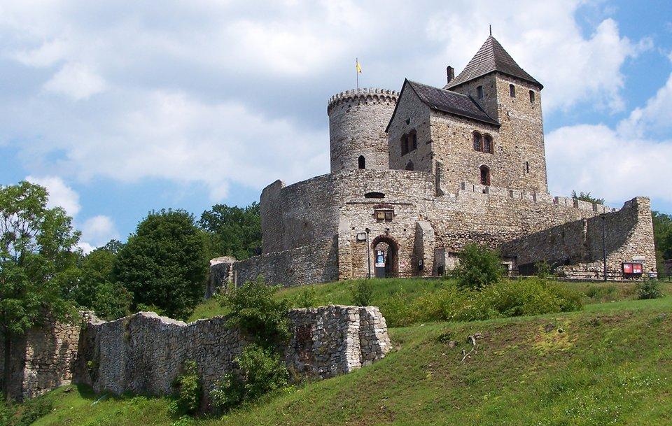 Zamek wBędzinie Zamek wBędzinie Źródło: Lestat, Wikimedia Commons, licencja: CC BY-SA 3.0.