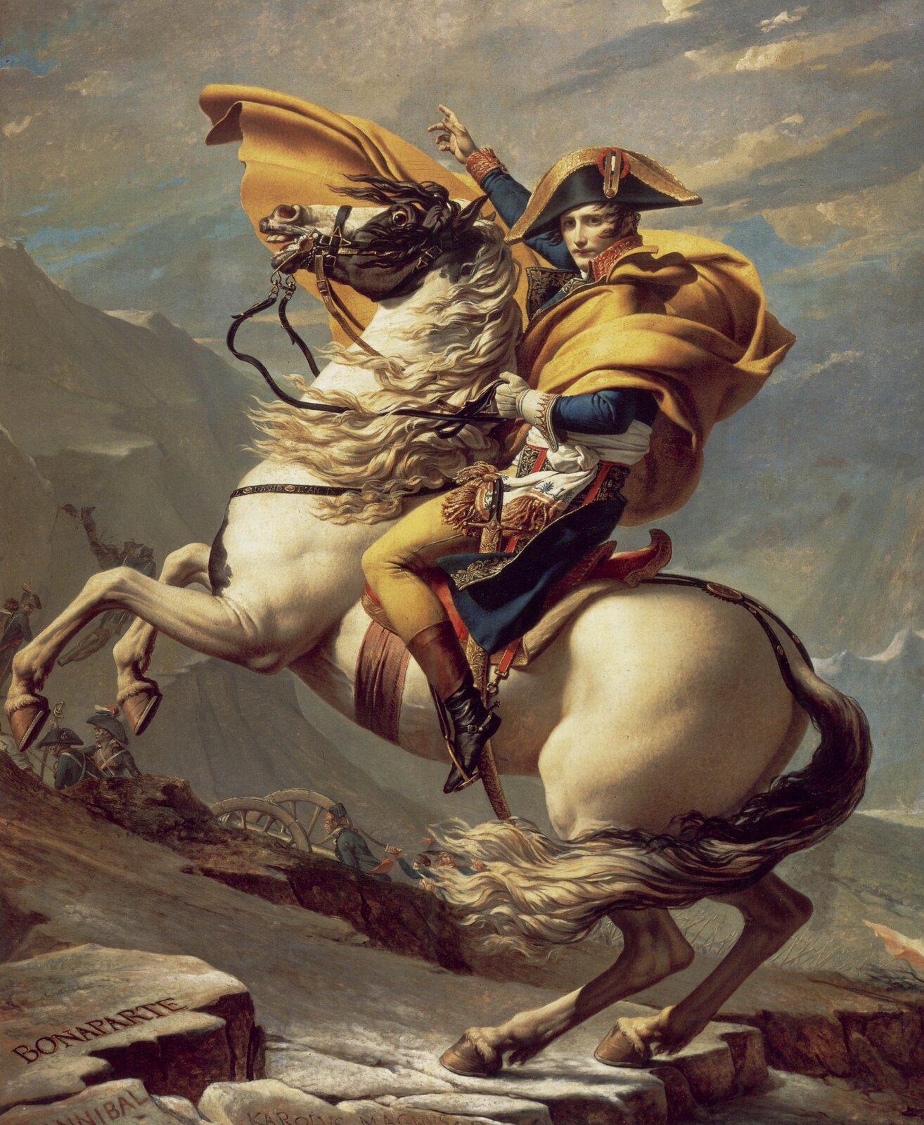 """Ilustracja przedstawia dzieło Jacques-Louis David, """"Napoleon Bonaparte na przełęczy św. Bernarda"""". David ukazał Napoleona dosiadającego konia stającego dęba, według tradycji starożytnej symbolizującego władzę. Jest to dynamiczny portret młodego przywódcy wojskowego."""