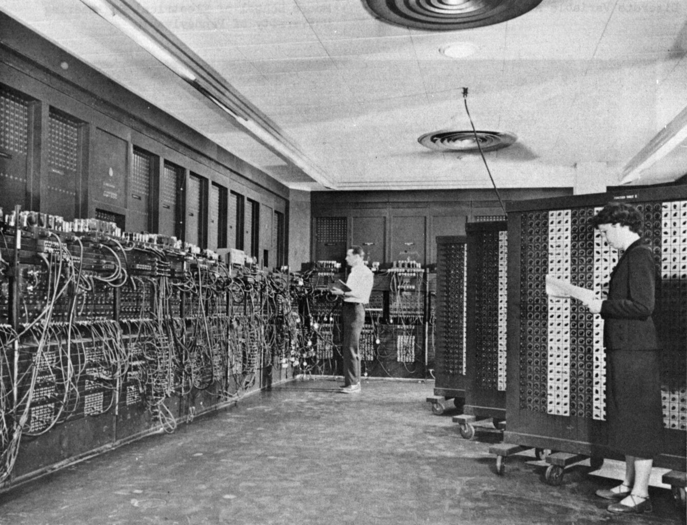 Ilustracja przedstawiająca stary komputer