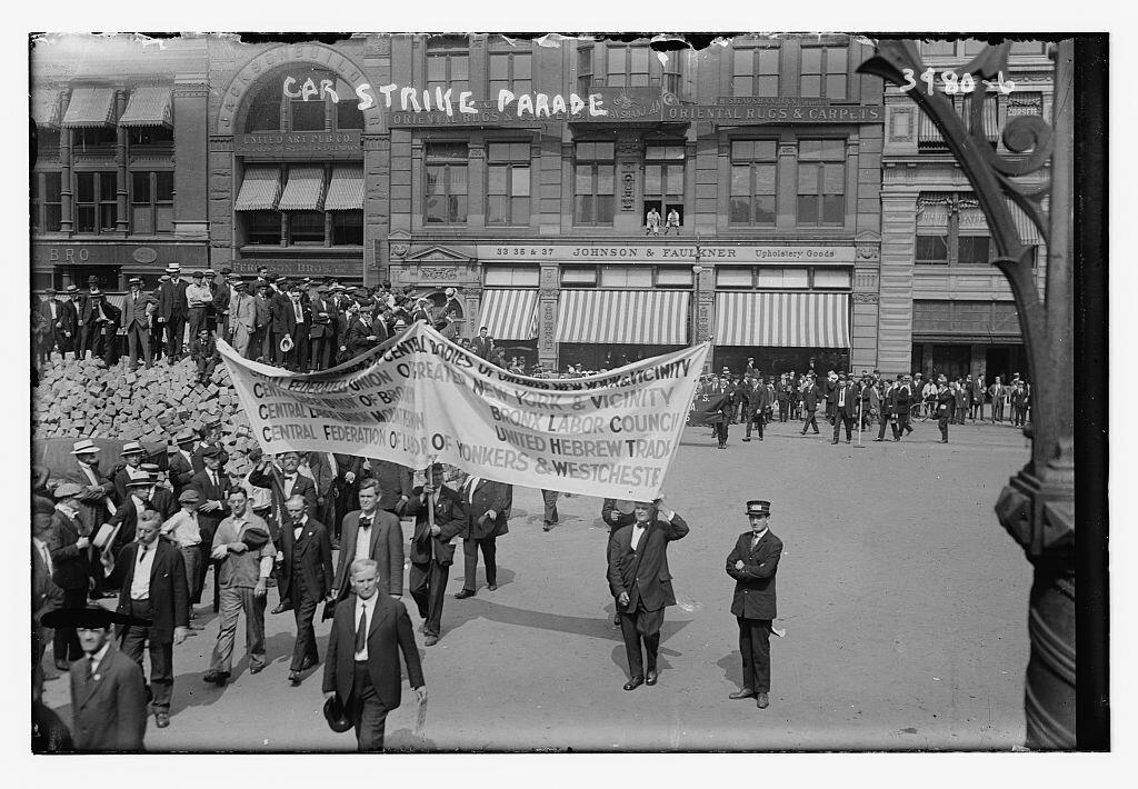 Strajk samochodowy Źródło: Bain News Service, Strajk samochodowy, 1916, fotografia, Biblioteka Kongresu USA, domena publiczna.