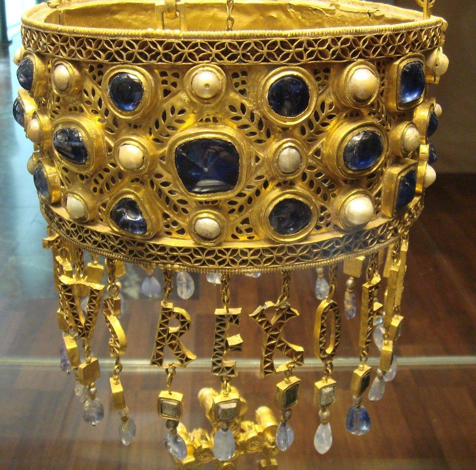 Wotywna korona Recceswinta Wotywna korona Recceswinta Źródło: Manuel Parada López de Corselas., licencja: CC 0.