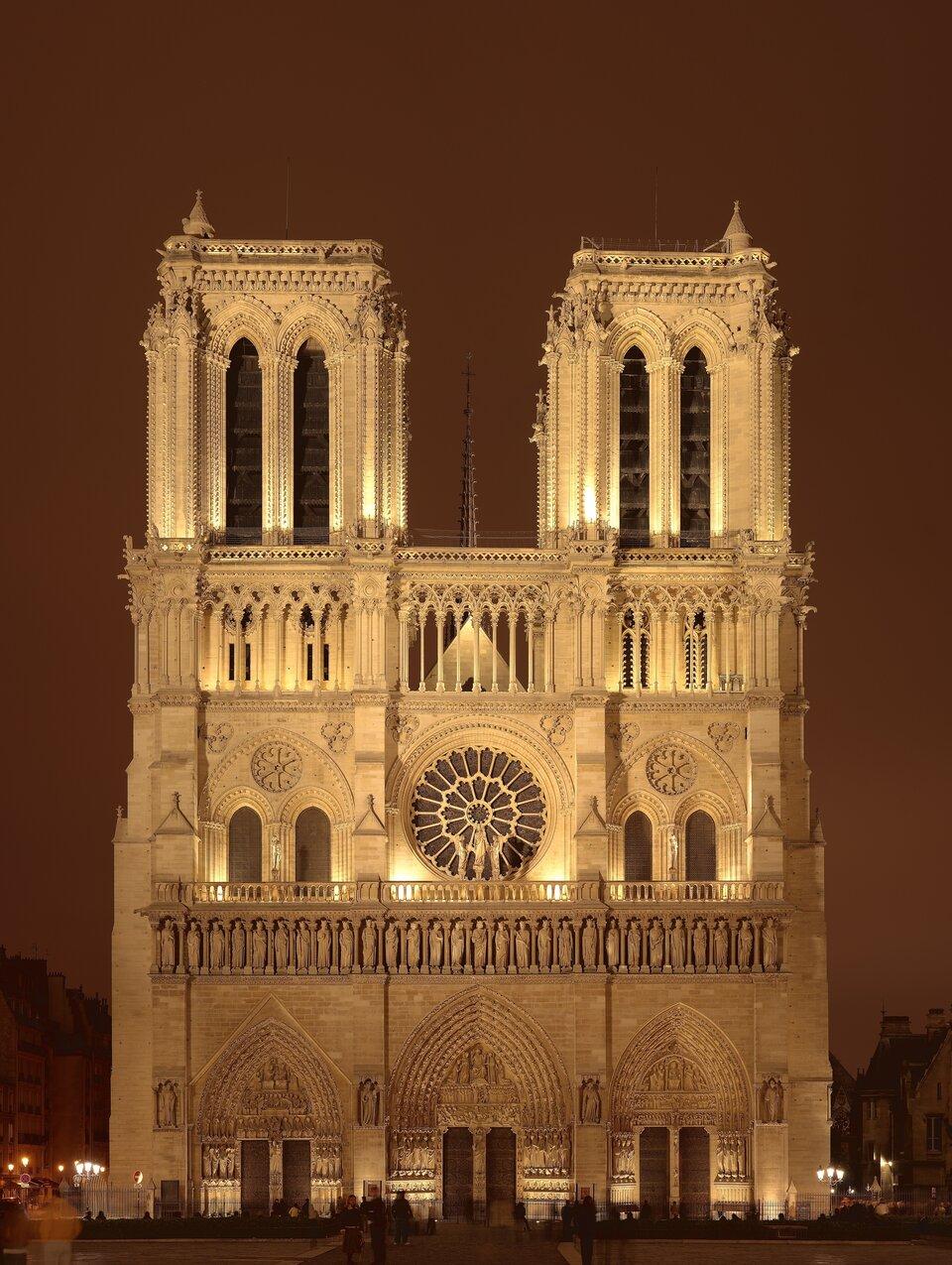 Notre Dame Źródło: Sanchezn, Notre Dame, 2007, licencja: CC BY-SA 3.0.