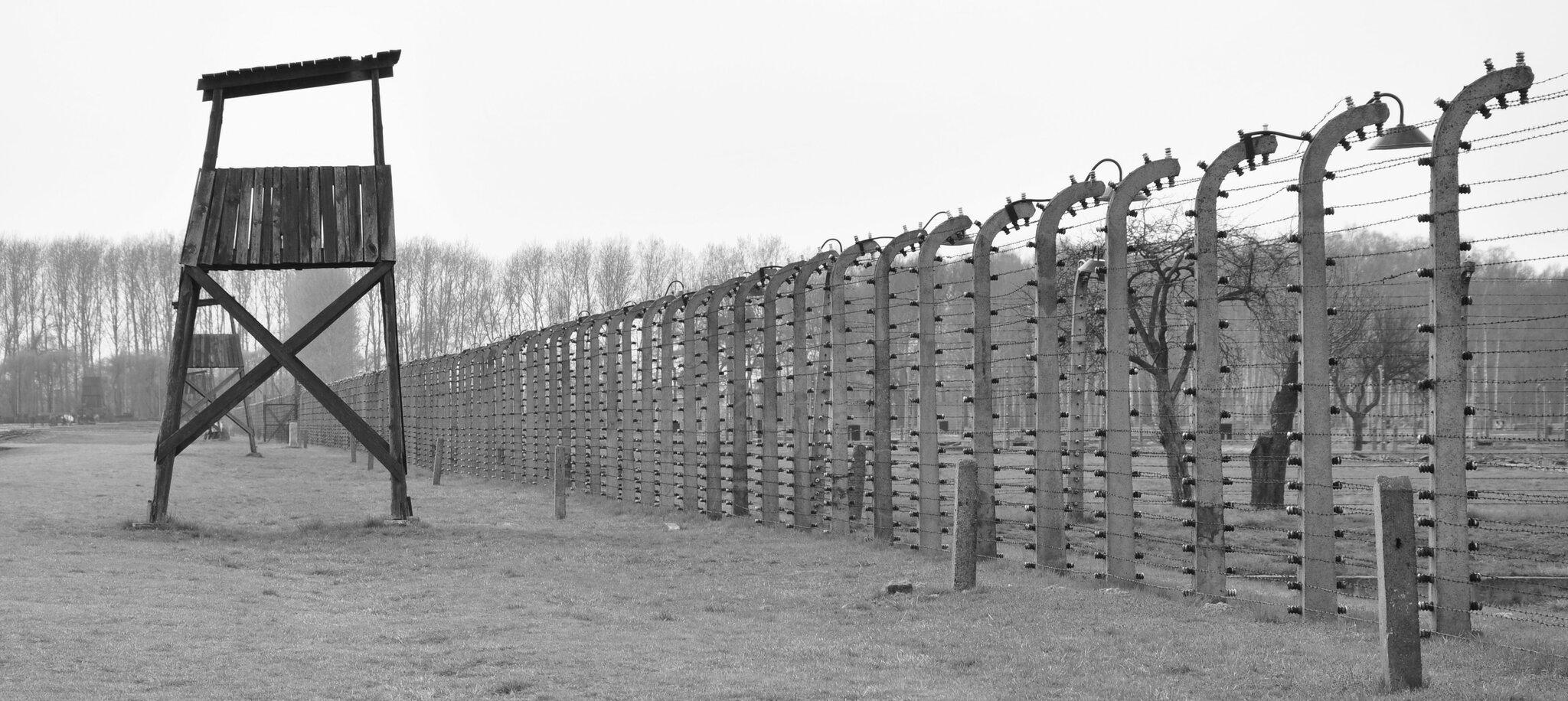 """Dawny obóz koncentracyjny""""Auschwitz-Birkenau"""" Dawny obóz koncentracyjny""""Auschwitz-Birkenau"""" Źródło: Spitfire303, licencja: CC BY-SA 3.0."""