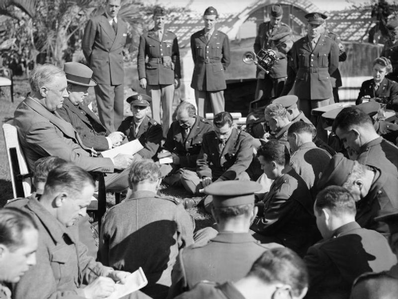 Spotkanie wCasablance Źródło: Mason, HA(Lt), Royal Navy official photographer, Spotkanie wCasablance, Imperialne Muzeum Wojny, domena publiczna.