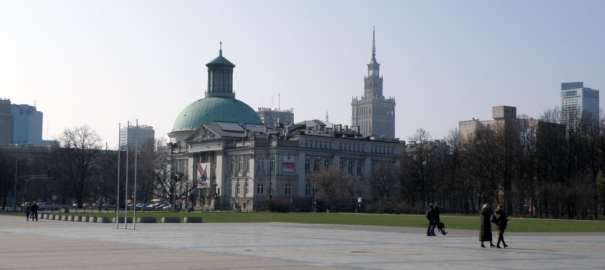 Plac Piłsudskiego wWarszawie Źródło: Plac Piłsudskiego wWarszawie, domena publiczna.
