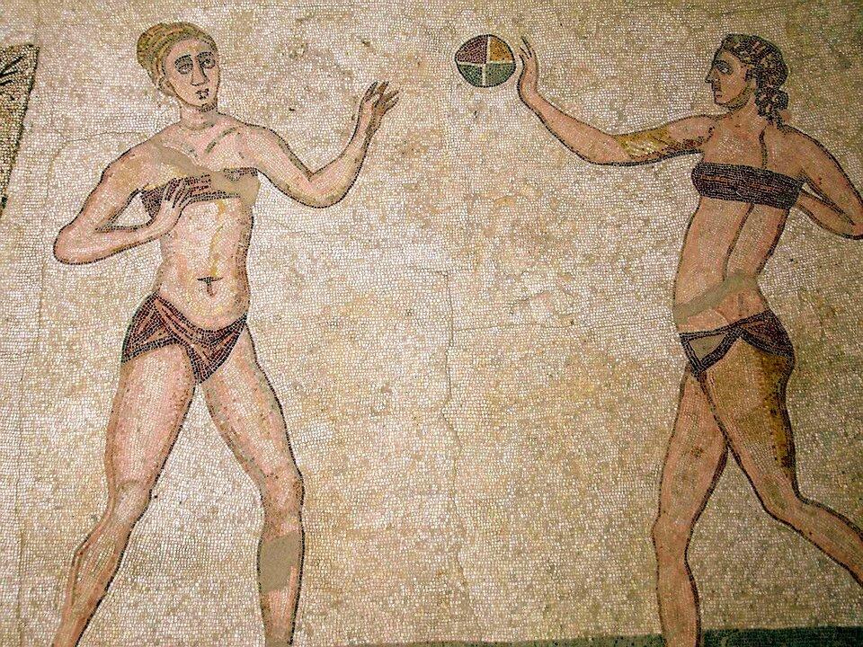 Ilustracja przedstawia starożytną mozaikę ukazująca grę wpiłkę ręczną.