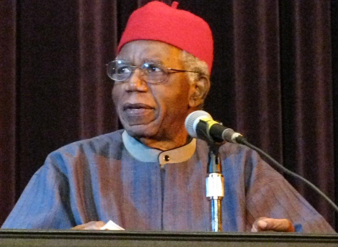 Ostatnio obserwujemy powrót do korzeni iodradzanie się kultur oraz języków miejscowych, wnajpełniejszy sposób mogących wyrazić tożsamość mieszkańców globalnego Południa. Mamy coraz więcej utworów literackich wjęzykach tubylczych, co należy uznać za dobitny wyraz dążenia do dekolonizacji kultur ipotrzeby niezależności politycznej, ale ikulturowej. Ojcem nowoczesnej literatury afrykańskiej jest Nigeryjczyk Chinua Achebe (na zdjęciu).