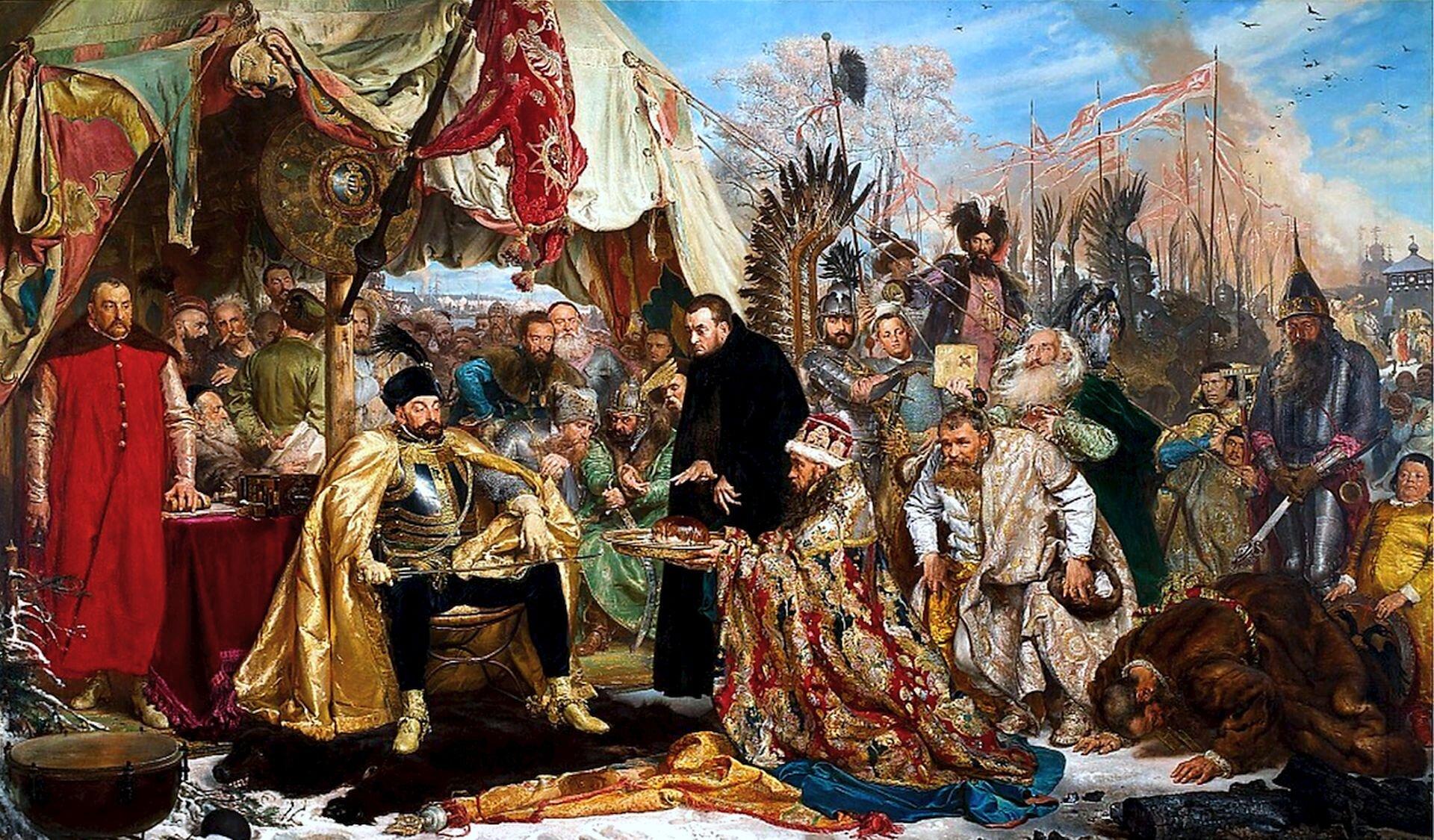 """Zdjęcie przedstawia obraz Jana Matejki """"Batory pod Pskowem"""". Na obrazie widoczny jest obóz wojskowy skąpany wzłocieniach, czerwieniach, brązach isrebrnych szarościach. Zachwyt wzbudza doskonale przedstawiona postać króla, pełna dostojeństwa, potęgi isiły. Stefan Batory siedzi przed namiotem wnapierśniku idla podkreślenia majestatu, dodatkowo ubrany jest wzłotą delię spływającą na ramiona. Na kolanach trzyma nagą szablę – palce lewej dłoni króla dotykają nagiej głowni broni, sugerując jednoznacznie dalszy bieg wypadków wrazie niedotrzymania właśnie zawartego rozejmu wJamie Zapolskim. Centralną postacią na obrazie jest ubrany wczarny jezuicki habit legat papieski Antonio Possevino, który ma czujną twarz, przenikliwe spojrzenie igestykulujące dłonie. Pod namiotem stoi kanclerz izarazem hetman wielki koronny Jan Zamoyski ubrany wczerwoną delię, trzymający wprawej dłoni pieczęć koronną, symbol jego funkcji kanclerskiej."""