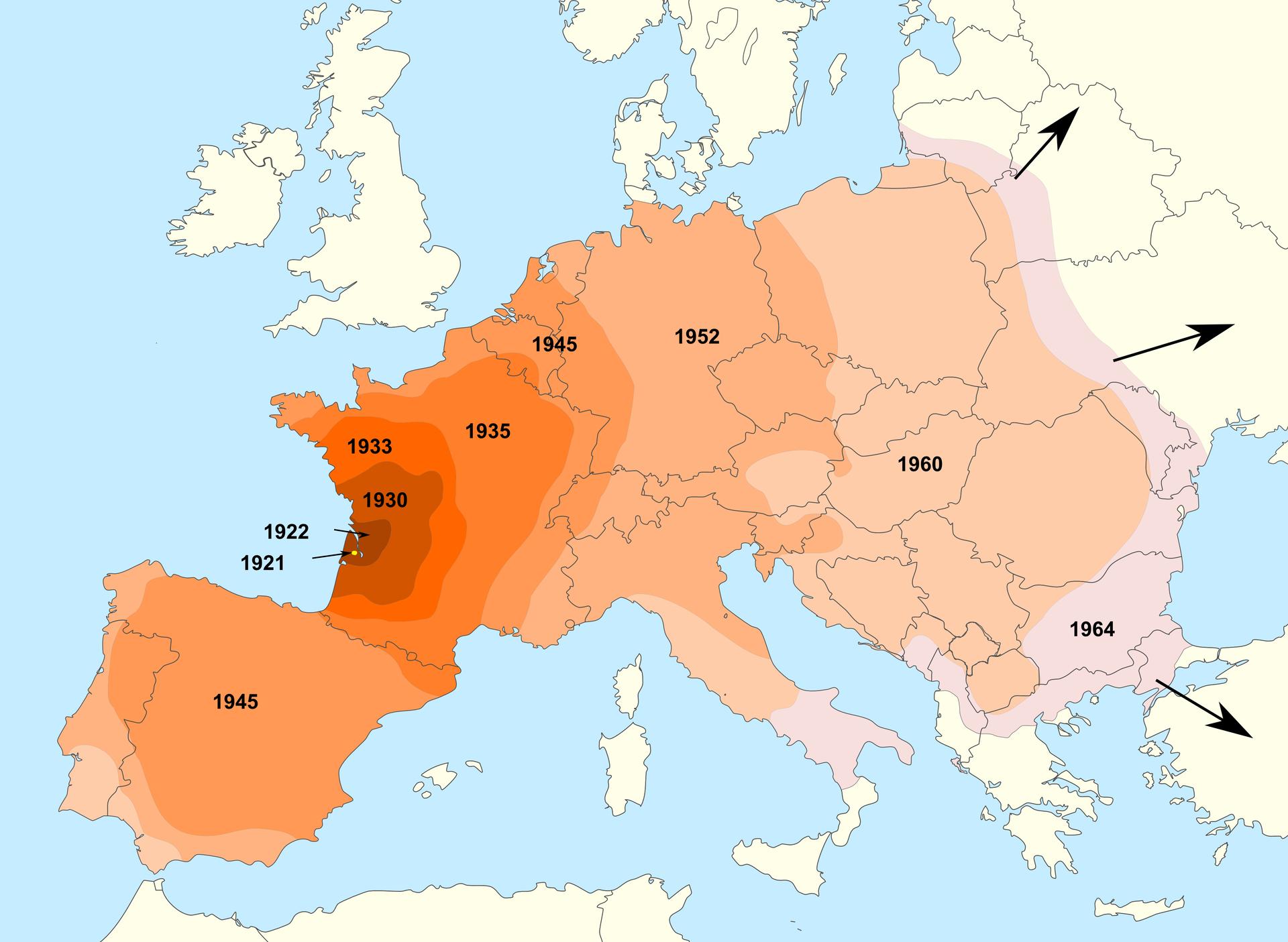 Ilustracja przestawia mapę Europy. Kraje zaznaczono konturami na białym tle. Kolorami od lewej od roku 1921 oznaczono kolejne etapy rozprzestrzeniania się stonki. Ostatni kolor ma rok 1964. Prowadzą od niego czarne strzałki wwielu kierunkach, co oznacza, że ekspansja stonki nadal trwa.