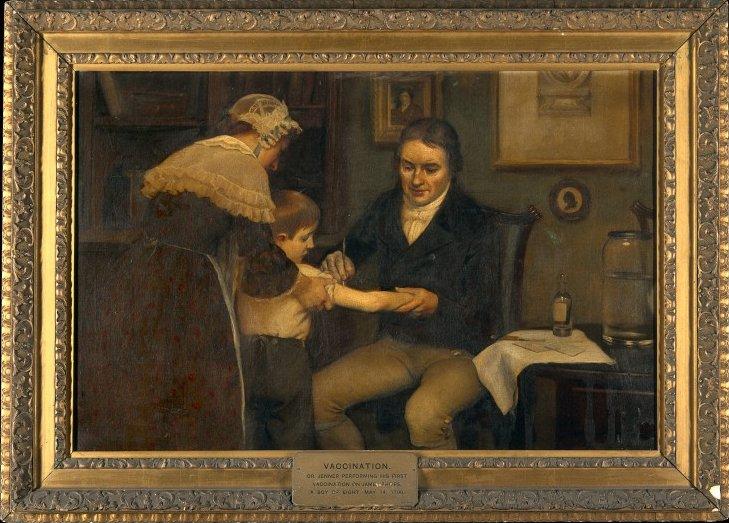 """Edward Jenner przeprowadza szczepienia ochronne na tzw. """"krowiąospę"""" (krowiankę), która uodporniała na ospę prawdziwą. Edward Jenner przeprowadza szczepienia ochronne na tzw. """"krowiąospę"""" (krowiankę), która uodporniała na ospę prawdziwą. Źródło: Ernest Board, ok. 1910, domena publiczna."""