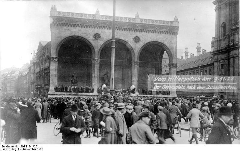 Monachium podczas puczu w1923 roku Monachium podczas puczu w1923 roku Źródło: Bundesarchiv, Bild 119-1426 , licencja: CC BY-SA 3.0.