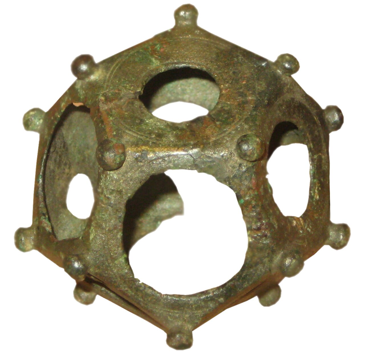Przedmiot zbrązu zterenów Szwajcarii, zI–II w. n.e. Jest to tzw. dodecahedron, zgrecka dwunastościan Przedmiot zbrązu zterenów Szwajcarii, zI–II w. n.e. Jest to tzw. dodecahedron, zgrecka dwunastościan Źródło: Iijjccoo, Wikimedia Commons, licencja: CC BY-SA 3.0.
