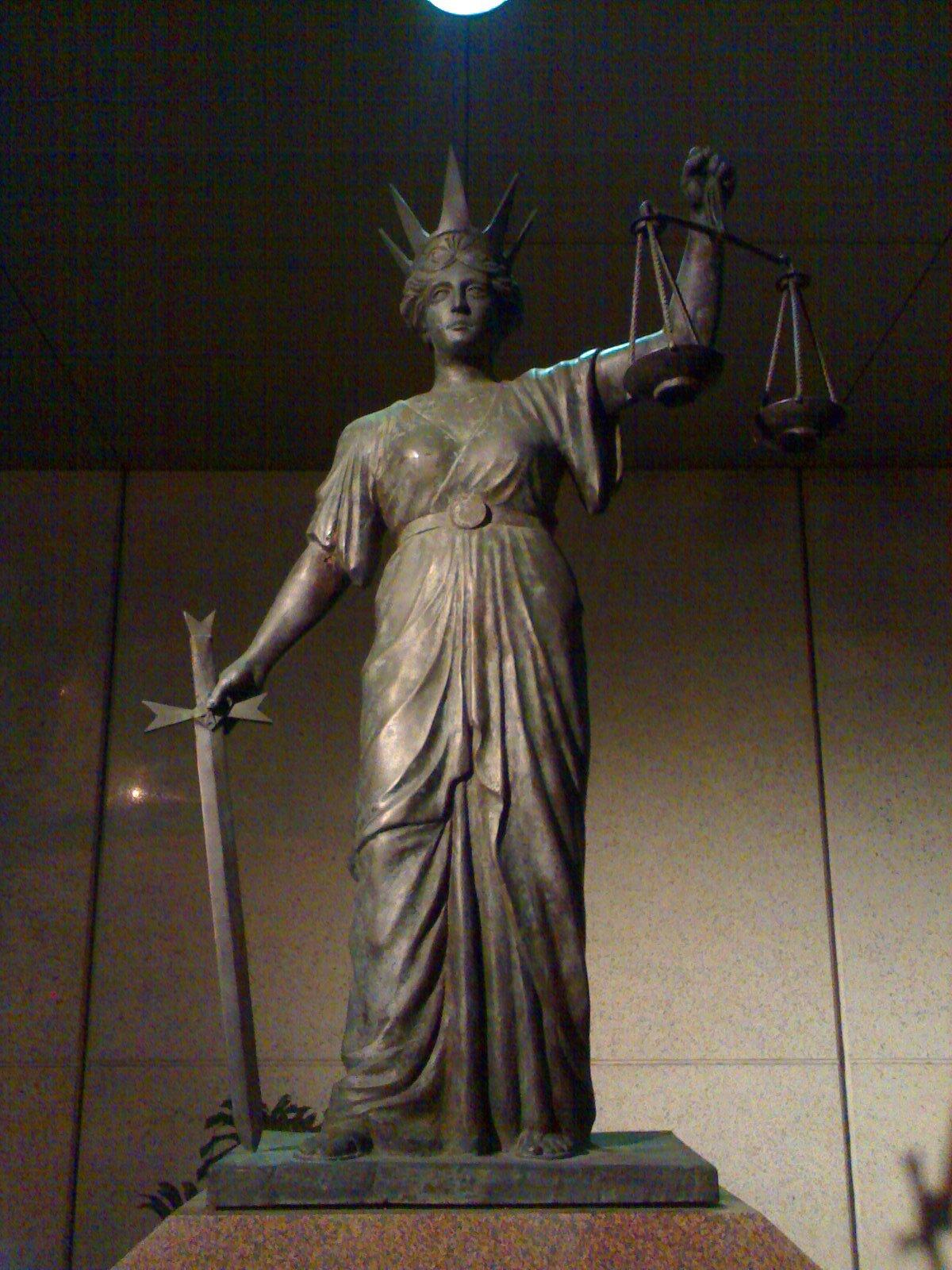 Posąg Temidy Źródło: Kiki1196, Posąg Temidy, licencja: CC 0.