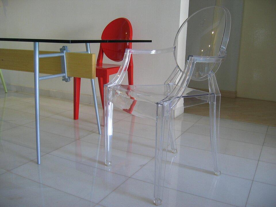 Krzesło Źródło: Philippe Starck, Krzesło, fotografia barwna, licencja: CC BY-SA 2.0.