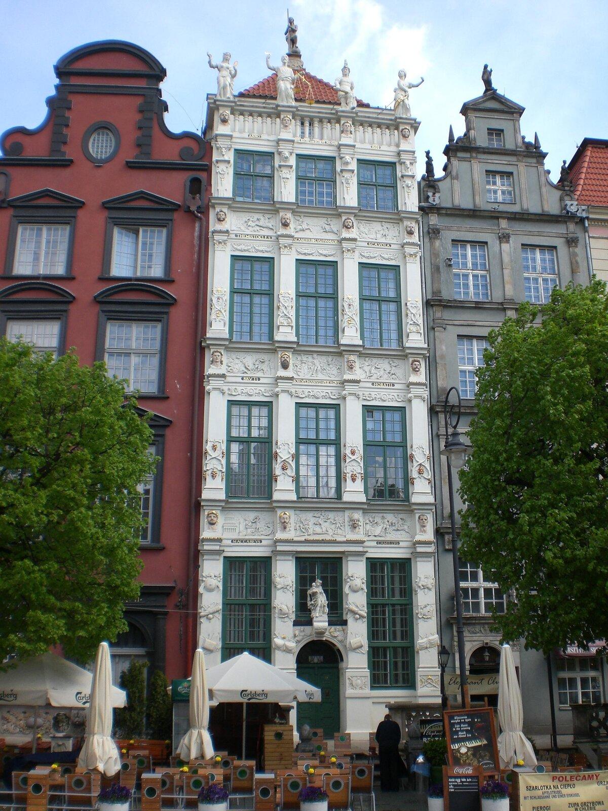 Gdańsk – kamienica Złota Gdańsk – kamienica Złota Źródło: Gdaniec, Wikimedia Commons, licencja: CC BY 3.0.